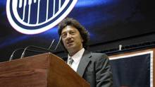 Edmonton Oilers' owner Daryl Katz speaks to media and employees during a news conference in Edmonton July 2, 2008. (DAN RIEDLHUBER/REUTERS)