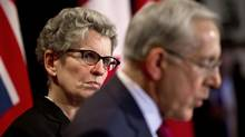 Ontario Premier Kathleen Wynne looks over at Energy Minister Bob Chiarelli during a press conference Oct 8, 2013. (Moe Doiron/The Globe and Mail)