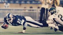Toronto Argonauts fullback Warren Hudson (left) dives past Saskatchewan Roughriders Eddie Ray Walker during CFLaction in Toronto, July 17, 1986. Hudson has died of brain cancer at the age of 49. (Blaise Edwards/THE CANADIAN PRESS)